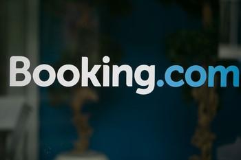 Booking.com приостановил работу в Крыму