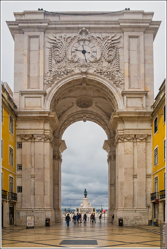 Триумфальная арка Руа Аугуста.