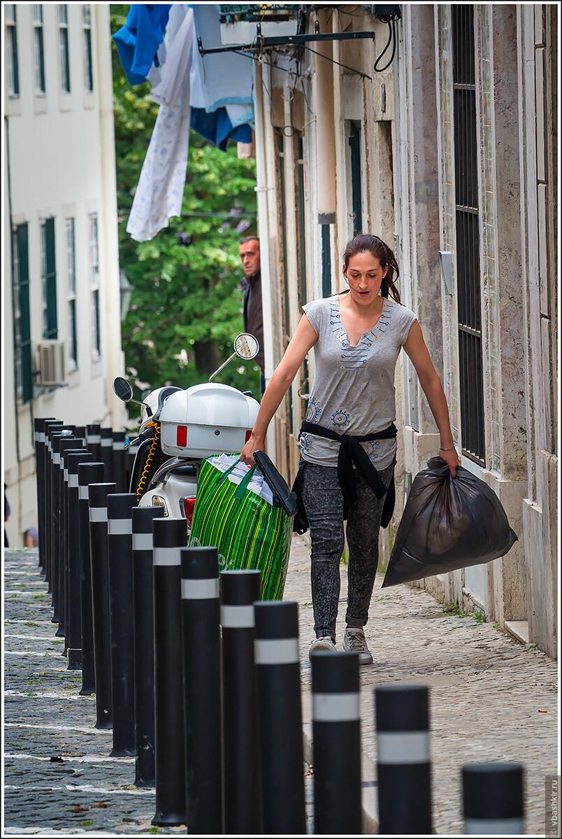 Подглядывающий за выносящей мусор., Я и лаг у троп. Португалия! (палиндром)