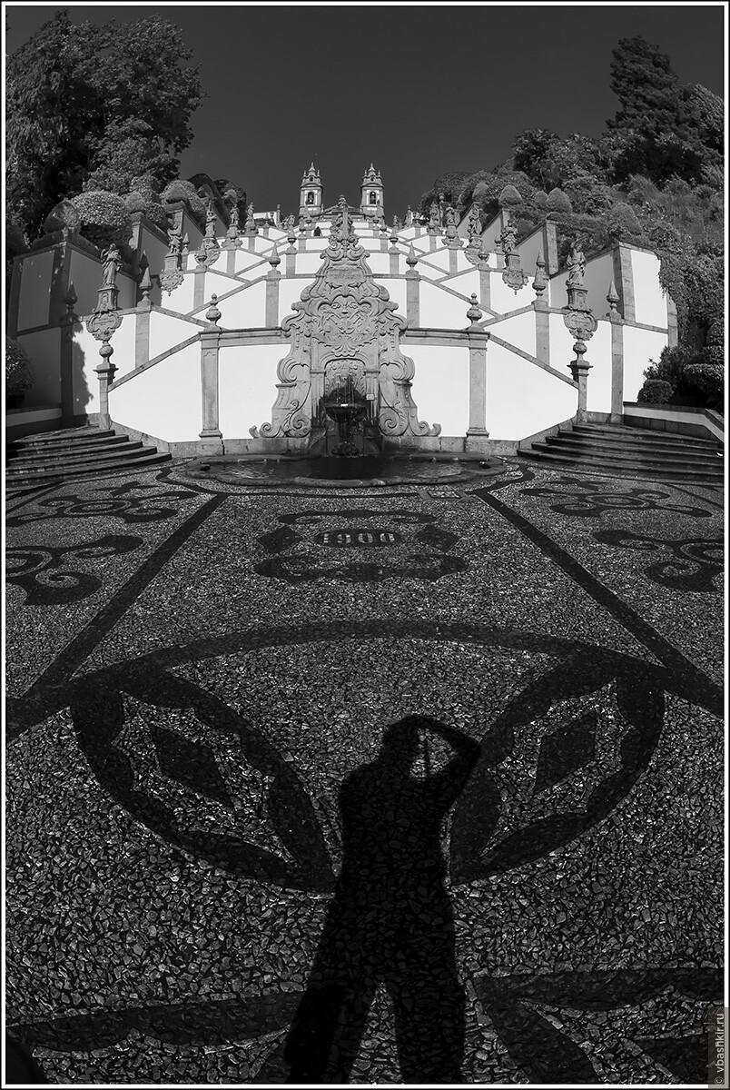 Я-мотылек фотографирую базилику Bom Jesus do Monte в Браге., Я и лаг у троп. Португалия! (палиндром)