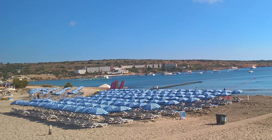 Пляж «Меллиха Бей» на Мальте