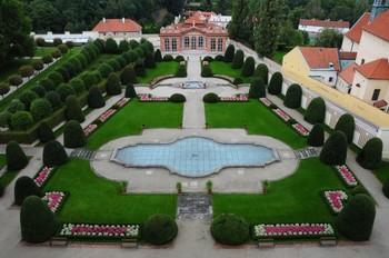 В Праге туристы могут бесплатно посетить сады Чернинского дворца