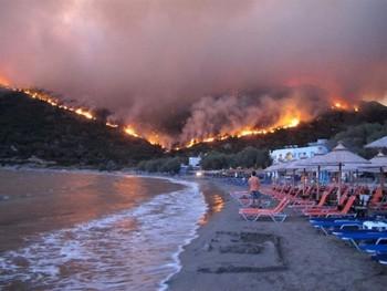 В Греции объявлен траур: число жертв лесных пожаров достигло 74 человек
