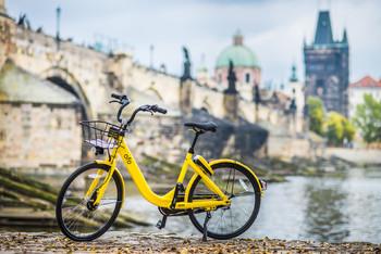 В центре Праги ввели запрет на велосипеды