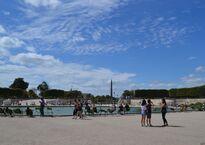 саркисова - бассейн на входе с площади конкорд.jpg