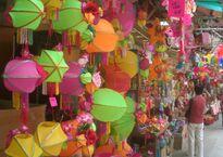 HK_SYP_Queen's_Road_West_Mid-Autumn_Festival_Lanterns_01_Shop.jpg
