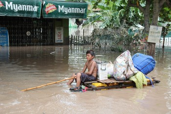 Из-за наводнений в Мьянме погибли 12 человек