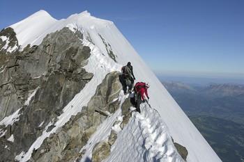 Альпинисты погибли при восхождении на Монблан