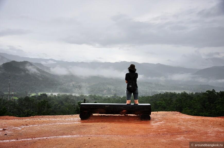 Если бы не горы, если бы не погода сезона дождей, то место было бы довольно так себе.
