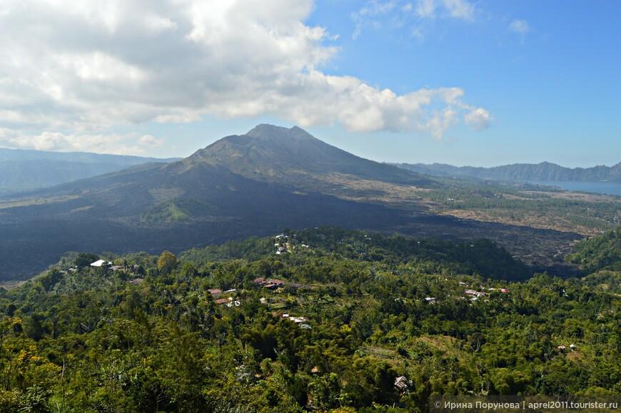 К смотровой площадке вулкана Батур от Убуда ехать всего 40 минут. Батур - действующий вулкан, в котором время от времени происходят подземные толчки.