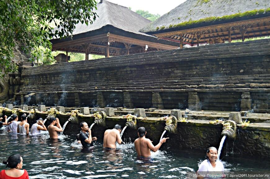 Считается, что вода в храме Tirta Empul особенно свята и обладает магической силой исцеления. Все воды, используемые для кремаций на Бали, взяты именно отсюда.