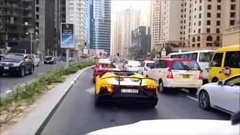 В Дубае британский турист получил штраф почти в 50 000 долларов за превышение скорости