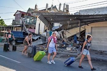 Власти Индонезии: опасности для туристов нет