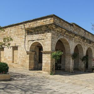 Крепость была резиденцией иранских наместников — марзпанов, хранителей границ, местопребыванием его двора и гарнизона, административным, военно-политическим и культурным центром.