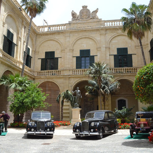 Автопарк президента Мальты тоже готов к выставке.