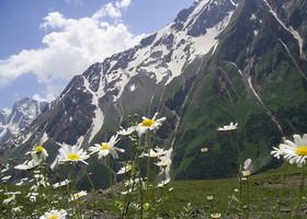 Кавказские горы в районе Приэльбрусья