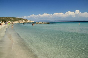 Туриста на Сардинии оштрафовали на 1000 евро за кражу песка с пляжа