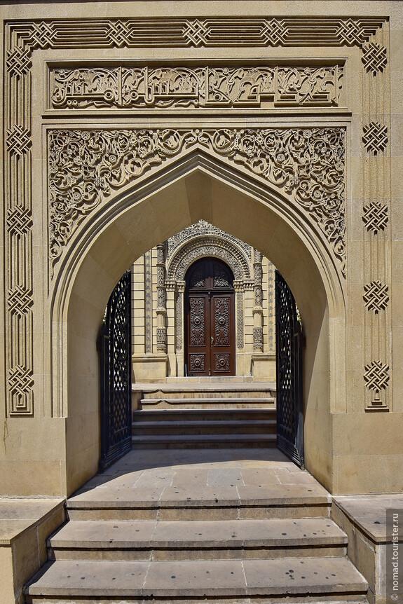 Вход в Джума Мечеть.