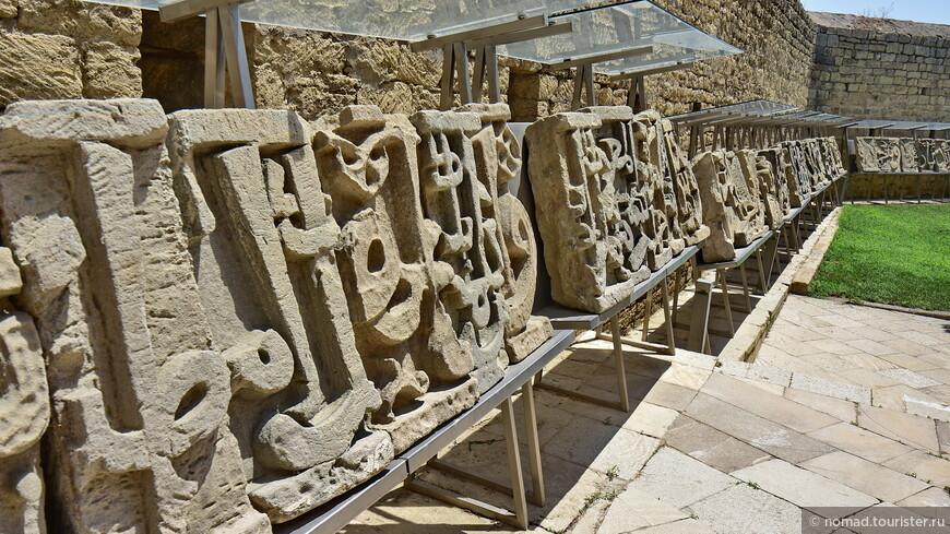 Дворец Ширваншахов, Баиловские камни