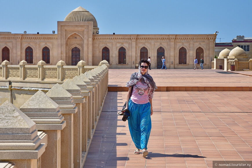 При посещения мечети нужно соблюдать дресс-код – закрытые руки-ноги, и так далее…