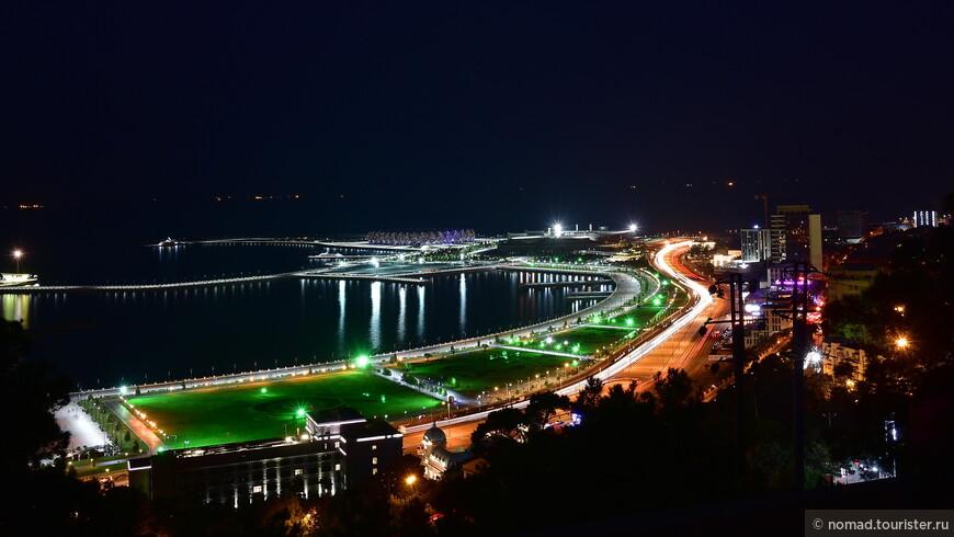 Сфотографировав ночной Баку в другую сторону и попив пива на мраморных ступенях парка, мы, наслаждаясь наступившей прохладой, не спеша пошли в сторону дома.