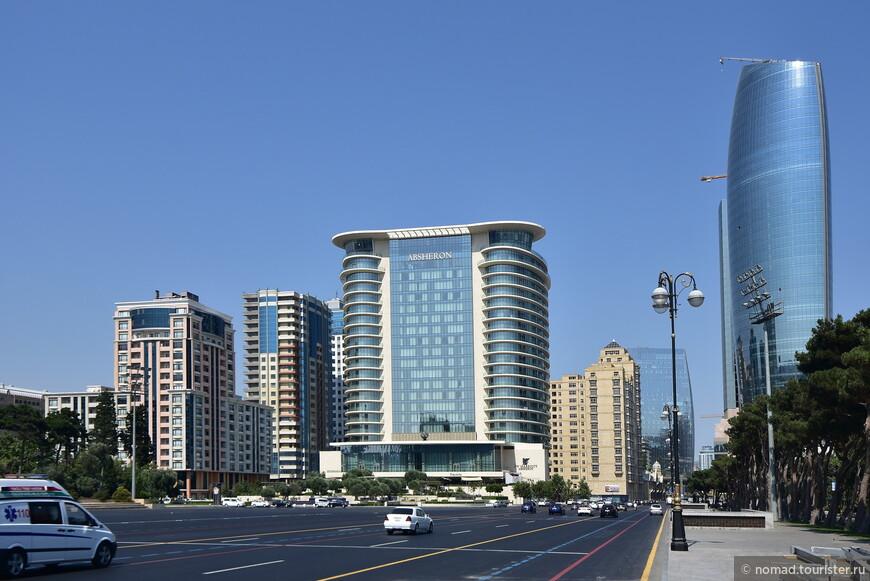 Если оглянуться назад, то виден недешевый отель Апшерон и свежая 203-метровая башня бизнес-центра Crescent City.