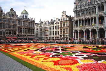 В Брюсселе появился гигантский цветочный ковёр