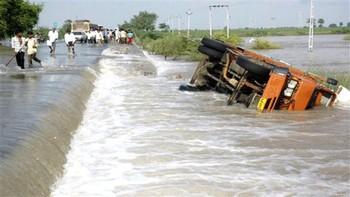 В Индии из-за наводнений погибли около ста человек