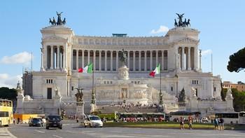 Римская полиция ищет туристов, купавшихся обнаженными в фонтане