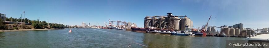 """Промзона """"Заречная"""" на Западном . Мощности АО «Ростовский порт» позволяют одновременно обрабатывать до 16 судов грузоподъёмностью до 5 тысяч тонн класса река-море."""