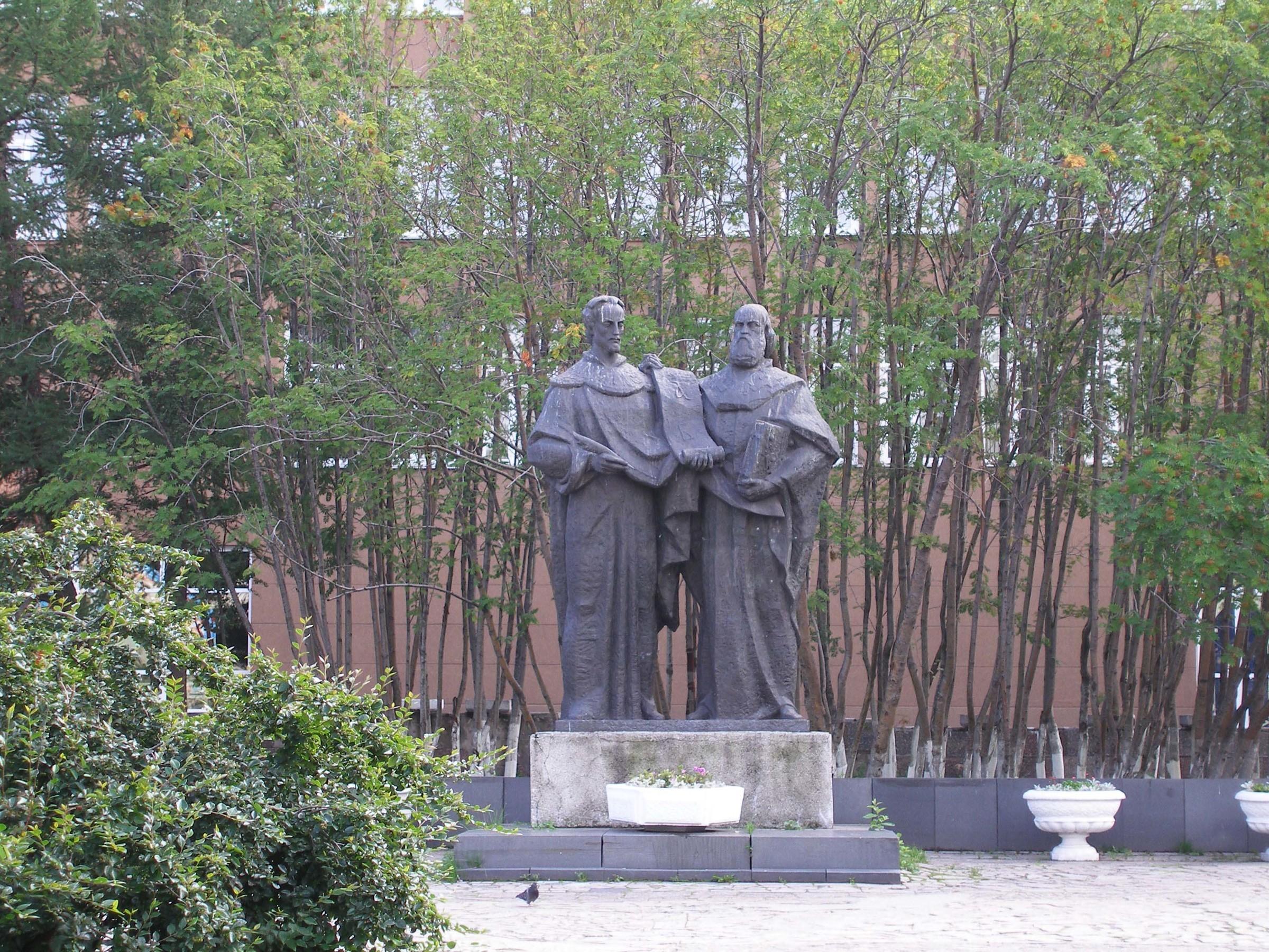Фото памятника кириллу и мефодию в мурманске