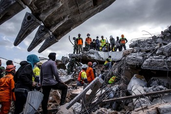 Остров Ломбок потеряет 100 000 туристов из-за землетрясений