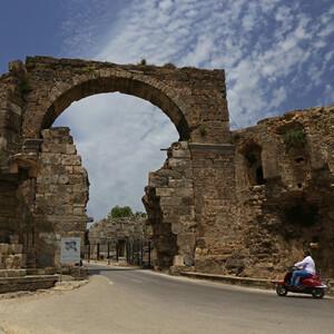 Водопад, минареты, и античные руины... Сиде!