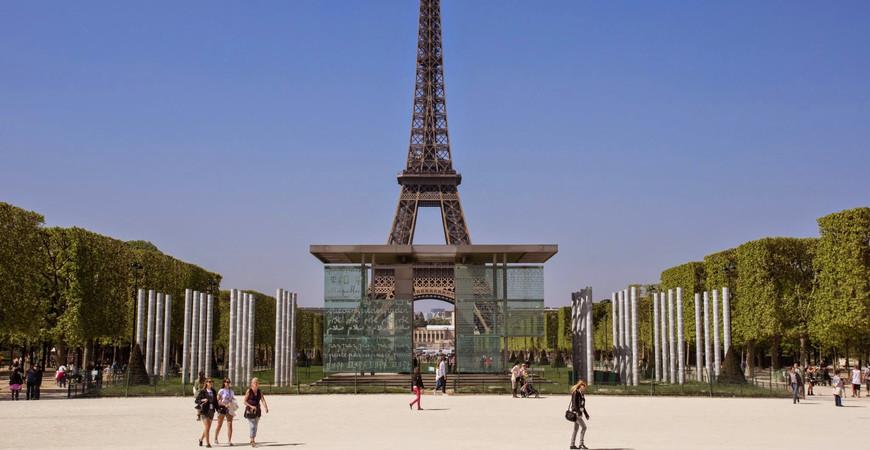 Стена мира в Париже