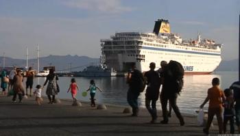 Более тысячи человек эвакуированы с горящего парома в Греции