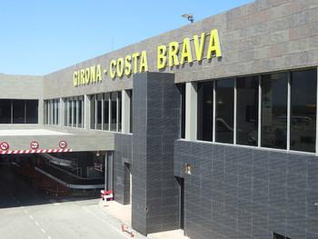 Туристов предупреждают о забастовках в аэропорту Жироны