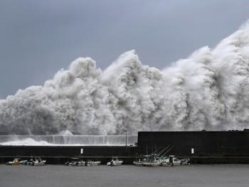 Тайфун в Японии: шестеро погибших, 160 пострадавших