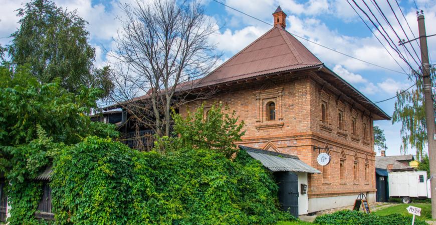Музей «Конь впальто»
