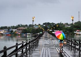 Мост Монов в сезон дождей