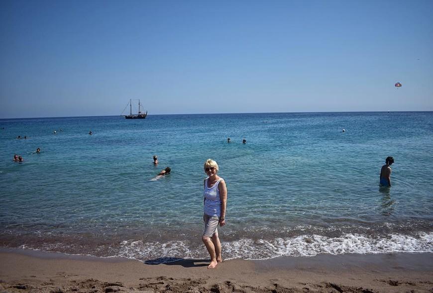 """только """"прибыли"""" на остров Родос."""