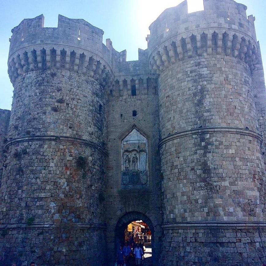 Главные ворота в Старый город. Морские ворота.