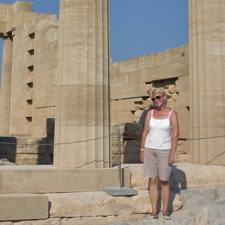 Линдос. Акрополь. Развалины храма Афины Линдосской. Родос.