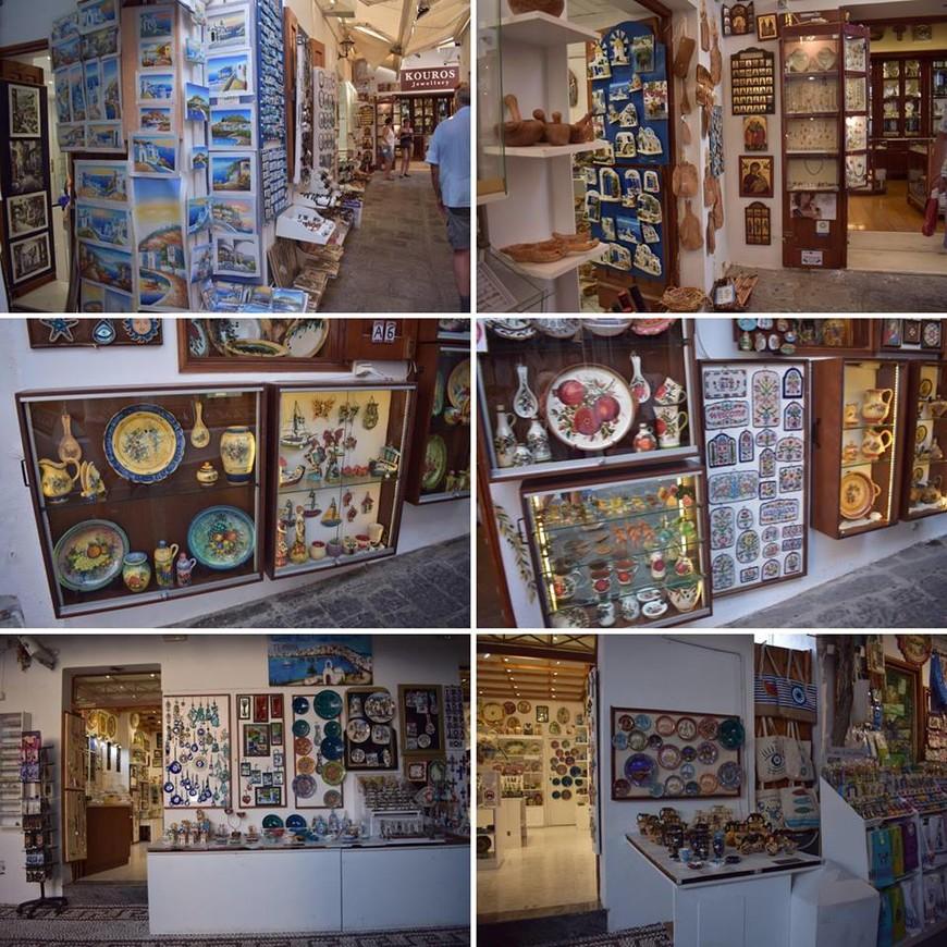 лавки с сувенирами на улицах Линдоса.