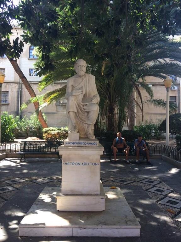 Памятники древнегреческим философам можно увидеть везде.