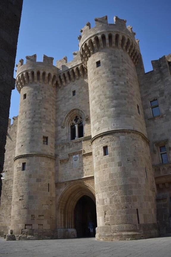 Главный вход в замок Великого магистра.
