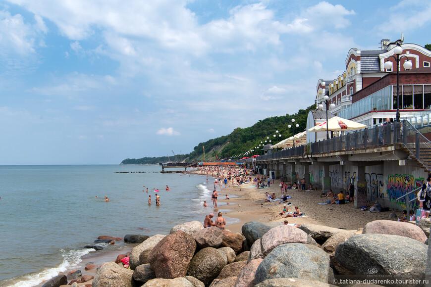 Статус республиканского курорта Светлогорск получил в 1971 году, до 1960-х годов доступ сюда, в приграничную зону, был затруднён. И только в конце 90-х Светлогорску присвоен статус курорта федерального значения. Но с пляжами здесь остается пробема еще с прошлых веков.