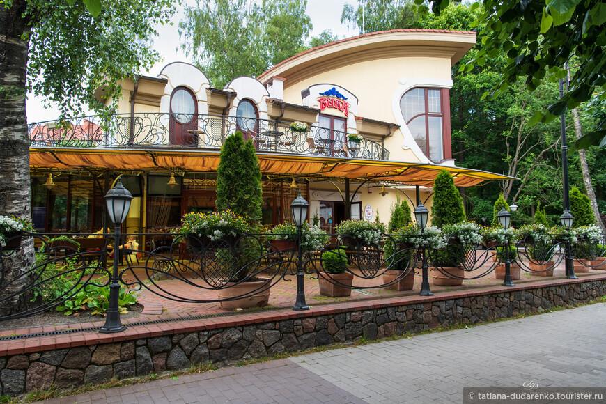 Уличный ресторан на улице Октябрьской.