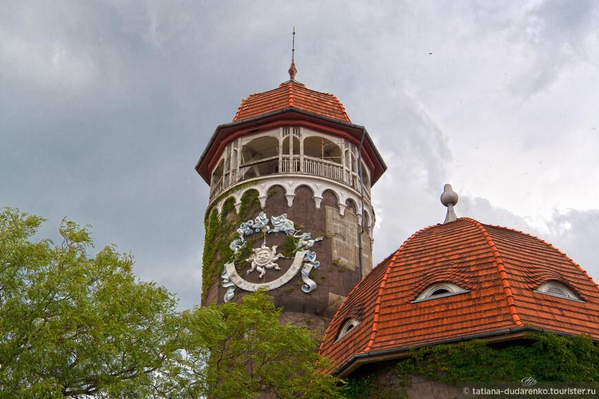 В 1978 году на водонапорной башне были установлены солнечные часы, изготовленные по проекту светлогорского художника и скульптора Николая Фролова