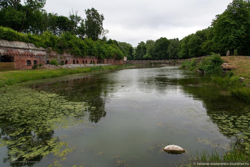 Однако  осмотр открытой экспозиции музея пришлось прервать из-за сильного дождя и отправиться в Калининград.