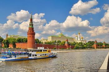 На Москве-реке построят плавающий бассейн